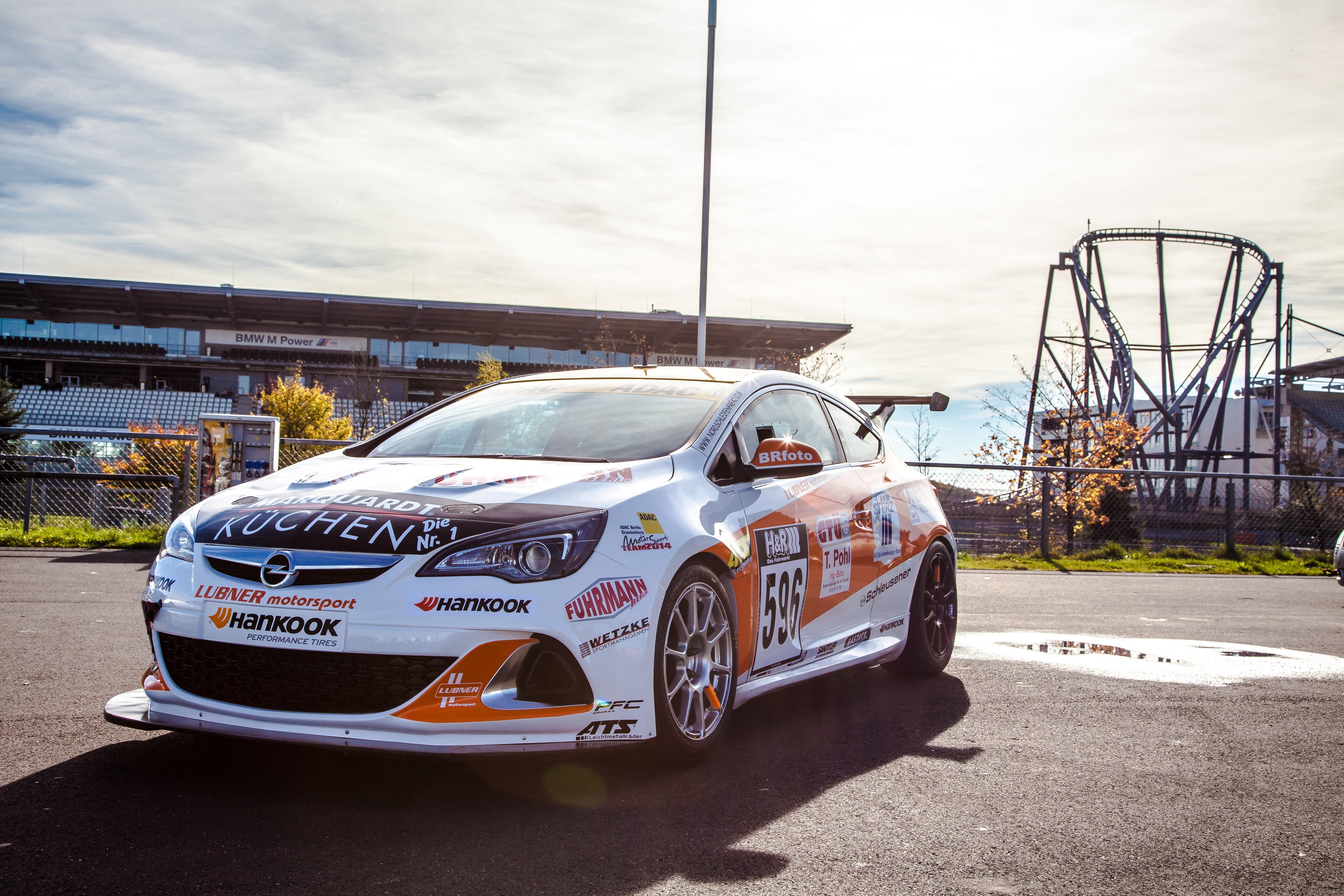 Opel und Achterbahn